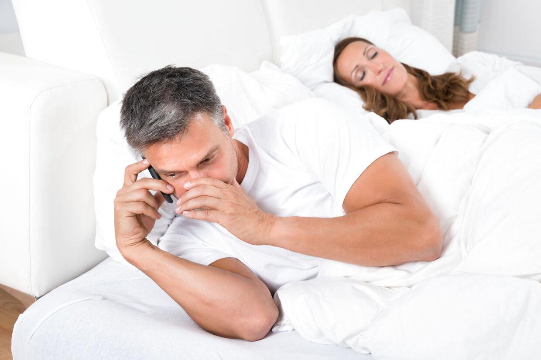 min mand lyver om utroskab