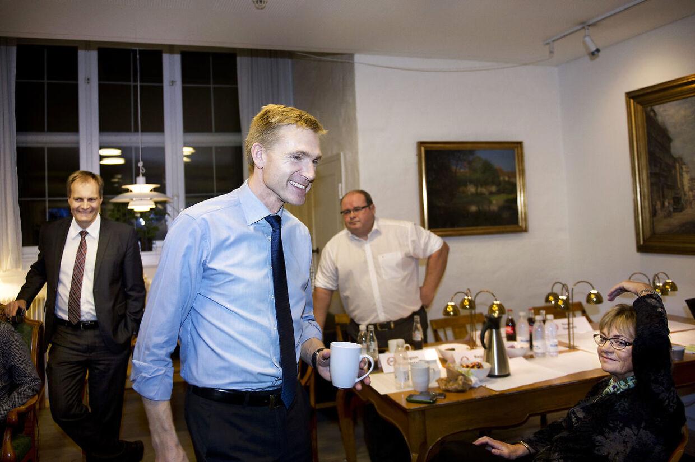 Tre af Dansk Folkepartis mest markante skikkelser, formand Kristian Thulesen Dahl, Peter Skaarup og folketingets formand Pia Kjærsgaard. Men manden i baggrunden, pressechef Søren Søndergaard, skal man ikke kimse af. Som en del af DF's tæskehold har han enorm magt internt i partiet.