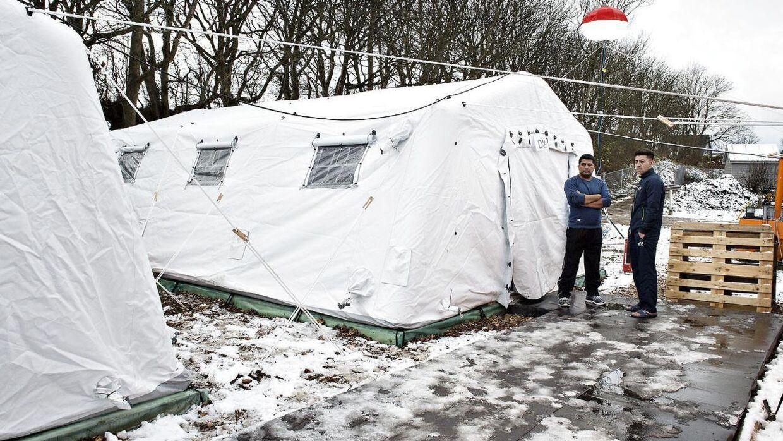 Sådan så det ud i november 2015, da en gruppe flygtninge beklagede sig over forholdene i en teltlejr i Thisted, efter at den første sne havde ramt Danmark.