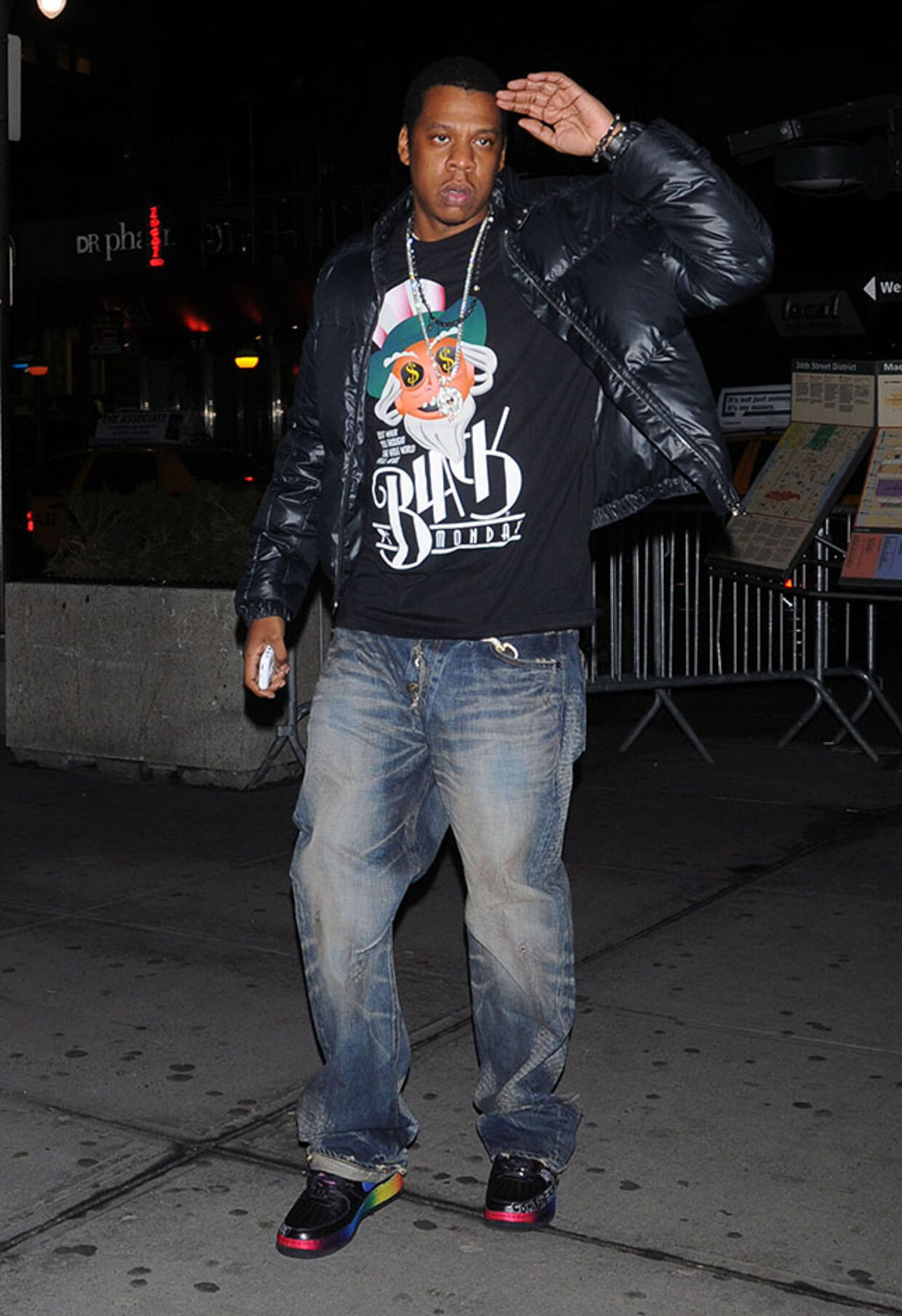 En yngre Jay Z i hiphop-uniformen.