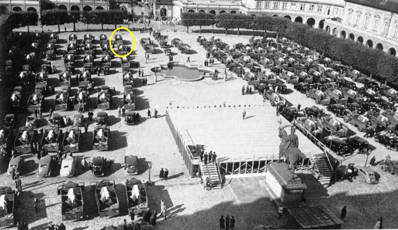 Om formiddagen onsdag den 29. august 1945 kørte kortegen med de 93 kister og 13 urner fra Christiansborg Slots ridebane til Ryvangen. Vognene med Lone og Lucjans kister stod tæt ved udkørslen til Frederiksholms Kanal. Ministersekretær Einar Løwe fra Kirkeministeriet var rasende, fordi pårørende havde udskiftet dannebrog med det polske kongeflag.