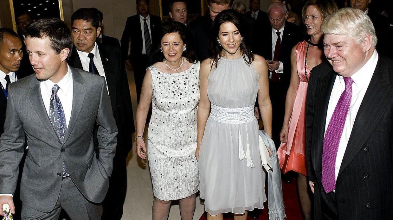 Her ses Danfoss-milliardæren Jørgen Mads Clausen sammen med kronprinsparret, da Danfoss markerede 20 års tilstedeværelse i Thailand i 2008.