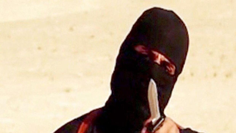 Arkivfoto: Jihadi John under en af sine henrettelser. IS bekræfter nu, at han er død