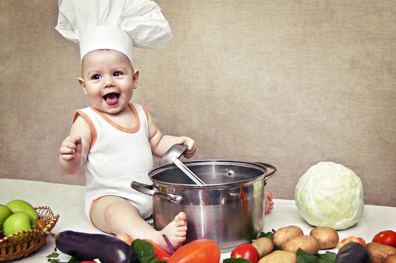 Babyer har bedre af at stifte bekendtskab med rigtig mad fremfor mos i overgangsperioden mellem modermælk og fast føde
