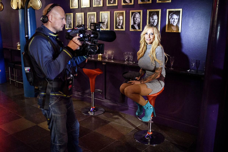Linse Kessler bliver filmet til sin sin realityserie 'Familien på Bryggen', mens hun er til Reality Awards i Cirkusbygningen.