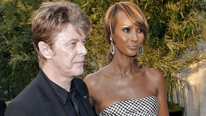 Her ses David Bowie med sin kone Iman. De var gift på 24. år, da han gik bort søndag 10. januar efter en lang og modig kamp mod kræften.