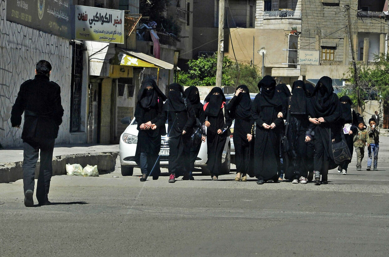 Kvindelige skoleelever i byen Raqqa, som er IS' hovedsæde i Syrien.Arkivfoto: REUTERS.