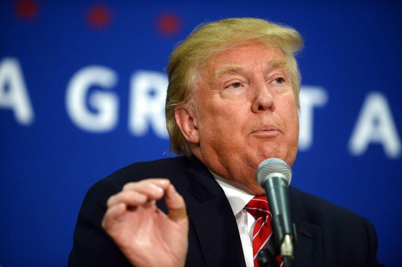Den amerikanske præsidentkanditat Donald Trump er stærk fortaler for, at folk på skoler i USA skal have lov til at bære skydevåben.