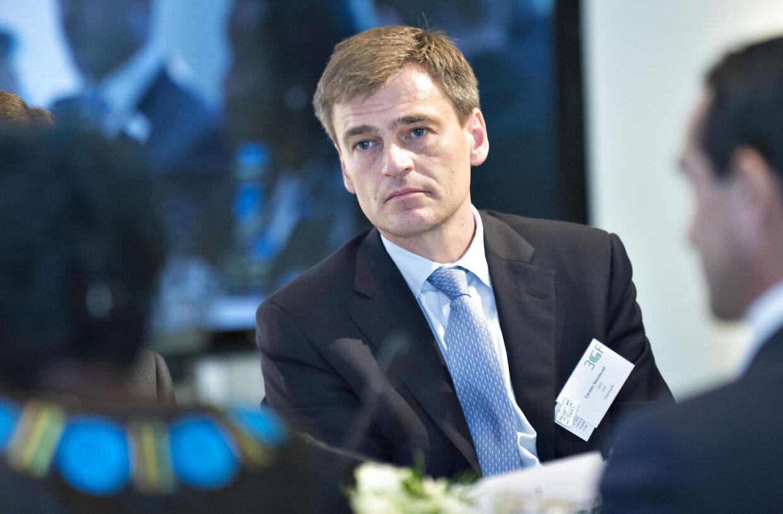 BT kan i dag afsløre, at ATPs administrerende direktør Carsten Stendevad gennem en lukrativ fly-ordning har fragtet sin kone og to små børn fra USAs hovedstad Washington til Danmark på pensionskundernes regning.