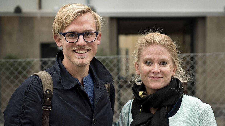 Daniel Rye med journalist Puk Damsgård, der har skrevet bogen om hans 398 dage som fange hos IS i Syrien.