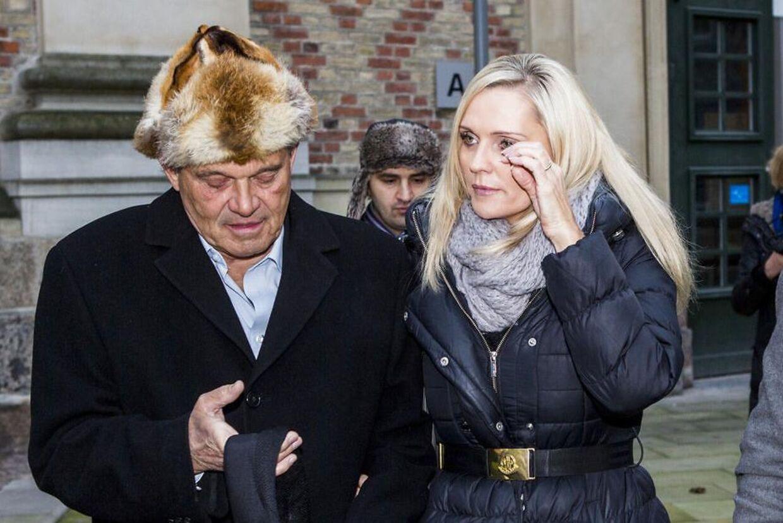 Onsdag annoncerede Karsten Ree, at han havde fået kræft, torsdag giftede han sig med sin kæreste Janni (th), med hvem han fredag rejste til USA for at gennemgå behandling.