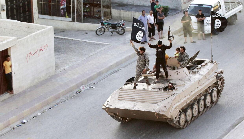 Arkivfoto. Her ses medlemmer fra IS i Raqqa den 30. juni 2014.