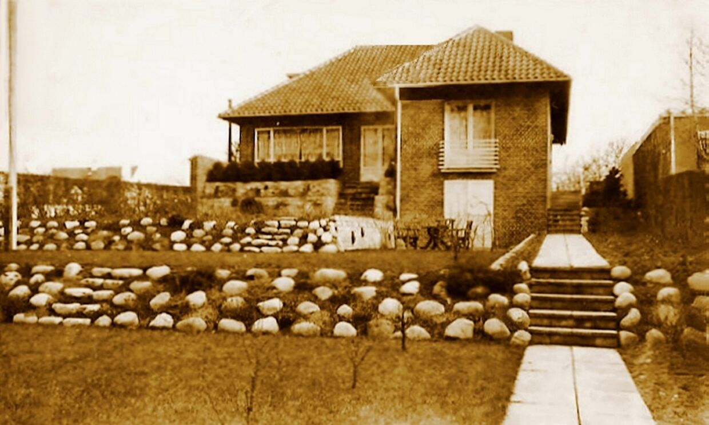Villaen Jægersborg Allé 184, hvor Jørgen Haagen Schmith dør i ildkamp med tyske politisoldater søndag den 15. oktober 1944. Foto er taget af villaejeren i sommeren 1944.