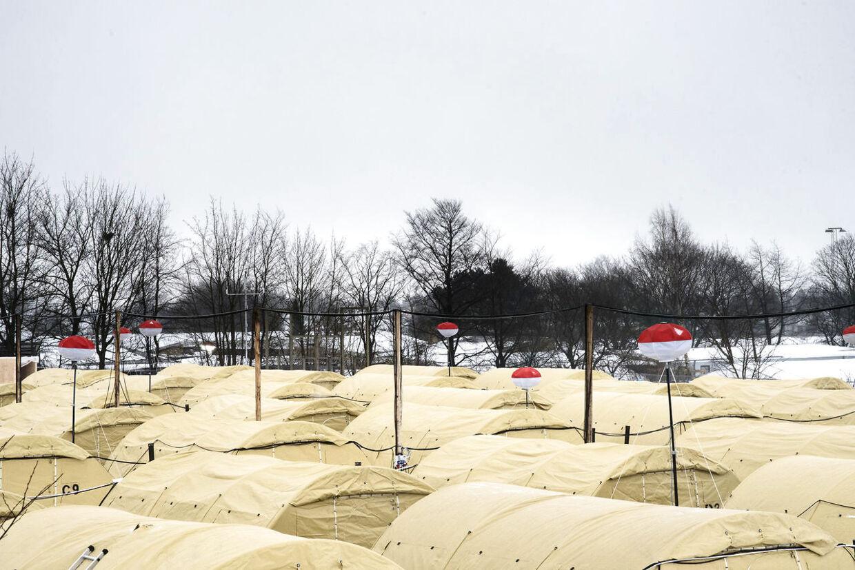 Flygtningelejr i Næstved fotograferet fredag den 8. januar 2015. Beredskabstyrelsen har måttet udvide sovepladserne med telte, så der er plads til 400 mere, end der har været plads til før. (Foto: Mathias Løvgreen Bojesen/Scanpix 2016)