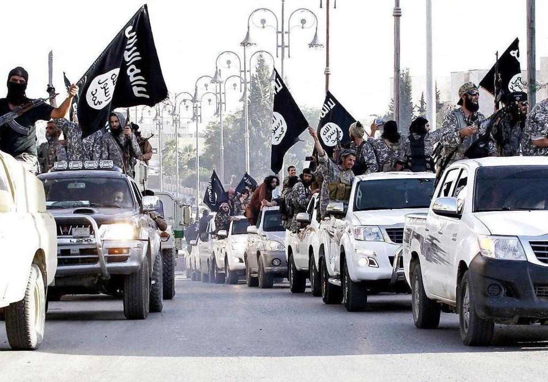 Arkivfoto: Et amerikansk bombefly ramte tidligere på måneden bogstaveligt talt Islamisk Stat på pengepungen, og terrororganisationen må nu sætte lønnen til sine militante.