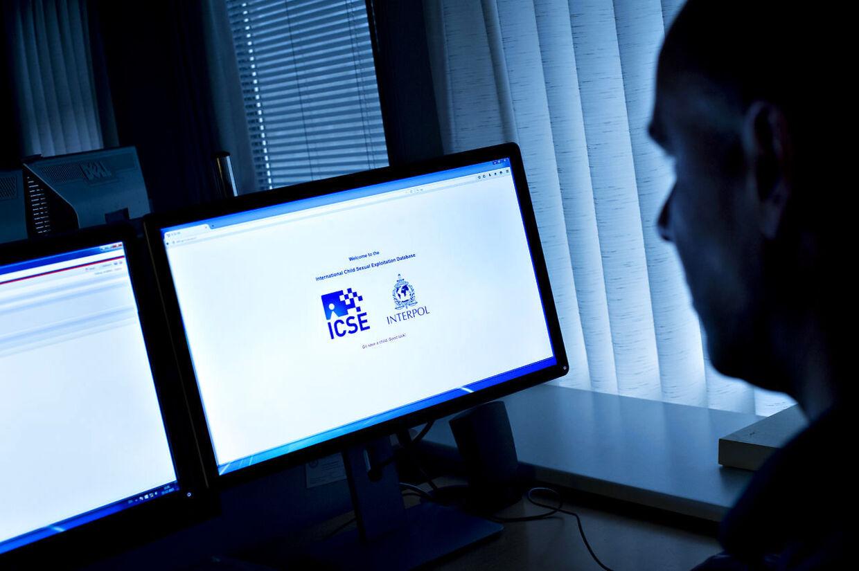 Mads Nielsen er efterforsker hos Rigspolitiets Nationale Cyber Crime Center (NC3), hvor han efterforsker misbrug af børn, og blev fornyligt kåret til verdens bedste på sit felt. Anonymt foto af Mads Nielsen pga af hans specielle arbejde. (Foto: Bax Lindhardt/ Scanpix)