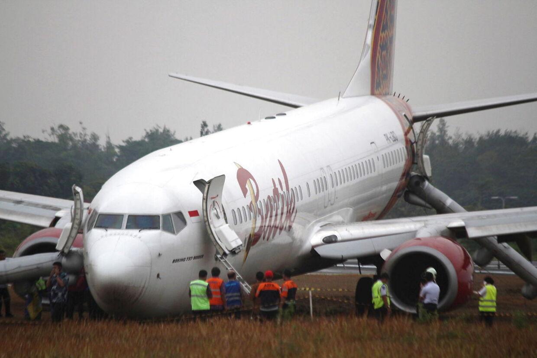 Et Boeing 737-900ER fra Batik Air kørte af landingsbanen ved Adi Sucipto-lufthavnen i den indonesiske by Yogyakarta den 6. november 2015. Netop Batik Air er et af de flyselskaber, der scorer bundkarakter i sikkerhed. Ingen kom dog til skade i ulykken her.