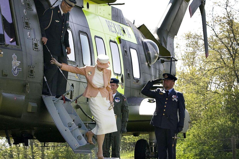 Her aflægger dronning Margrethe et kort eftermiddagsbesøg i Børglum Kloster 8. maj 2008. Dronning Margrethe landede i en af Forsvarets dengang nyeste Merlin EH 101 helikoptere...