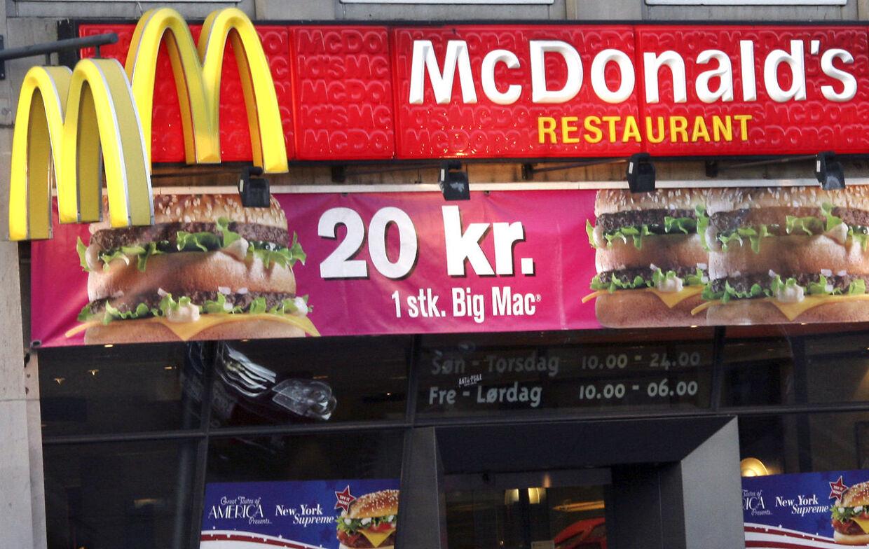 En biologilærer på et gymnasium i USA tabte 17 kilopå tre måneder, mens han udelukkende spiste mad fra burgerkæden McDonalds.
