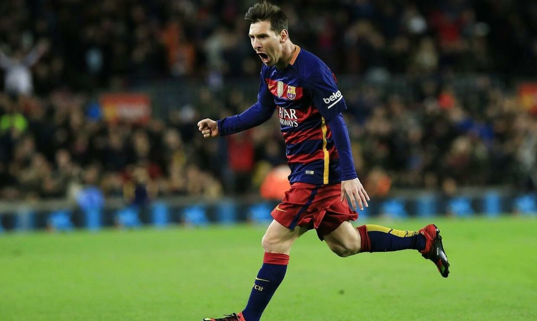 Lionel Messi fejrer et af sine to mål for FC Barcelona mod Espanyol. FC Barcelona vandt pokalslaget 4-1 og er meget tæt på at komme i turneringens kvartfinale.