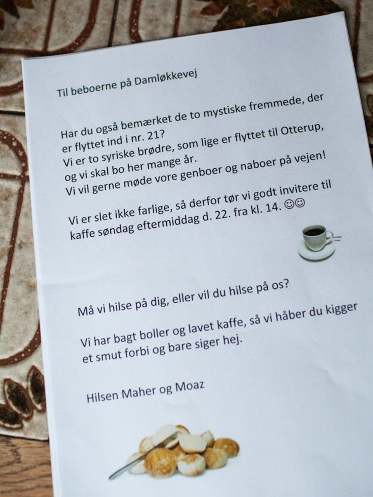 Maher og Moaz delte invitationen ud til alle deres nye naboer i Otterup på Fyn. Mange af dem kom forbi for at hilse på brødrene.
