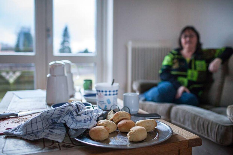 Gæsterne spiste godt af de hjemmebagte boller og snakken flød på trods af, at det kun er Maher, der taler engelsk.