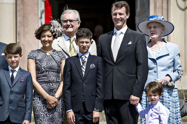 Sidste gang Alexandra viste sig offentligt sammen med sin kongelige eks-svigerfamilie var, da hendes og Joachims ældste søn, prins Nikolai blev konfirmeret i Fredensborg Slotskirke, lørdag d. 18. maj 2013. Her ses hele familien, der stillede op til fotografering på trappen op til Fredensborg Slot efter konfirmationen.