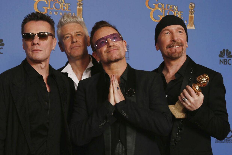 Adam Clayton, Bono, Larry Mullen, Jr., og The Edge til sammen U2 vandt en Golden Globe for deres sang til filmen 'Mandela'