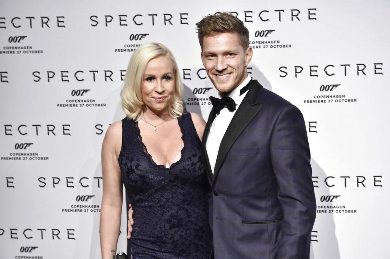 Gallapremieren på den nye James Bond-film Spectre - her 'Vild med dans'-danser Michael Olesen og kæresten Joan Divine