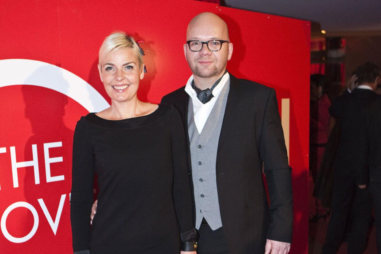 Lars Hjortshøj og konen Tina Bilsbo må, ligesom mange andre, sætte prisen ned på deres bolig.