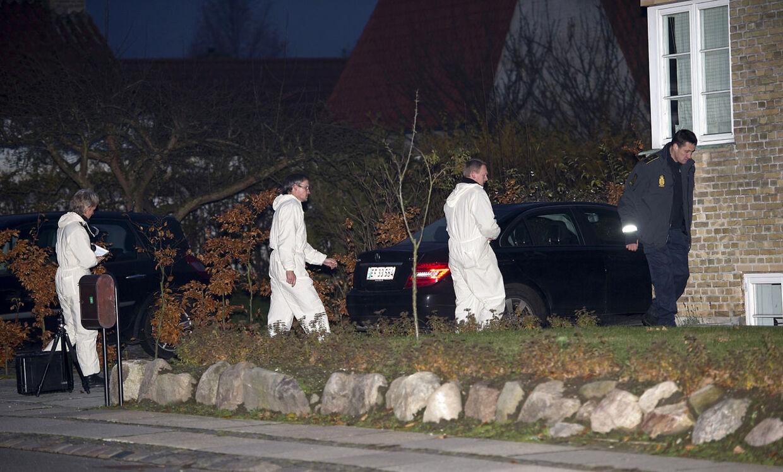 Kvinden blev fundet af en nabo, efter hendes arbejdsplads havde slået alarm, da hun ikke mødte på arbejde fredag morgen.