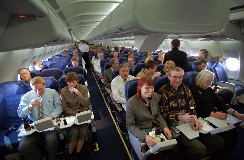 Rejser du med fly, tog eller bus i mere end tre/fire timer, så har du en to-fire gange øget risiko for at få en blodprop i benet eller i lungerne, viser et nyt litteraturstudie.