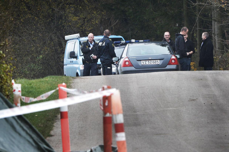 Her er politiets teknikere i gang med arbejdet, efter at en 10-årig pige fra Refsvindinge blev bortført og seksuelt misbrugt på vej hjem fra sin Skolefritidsordning.