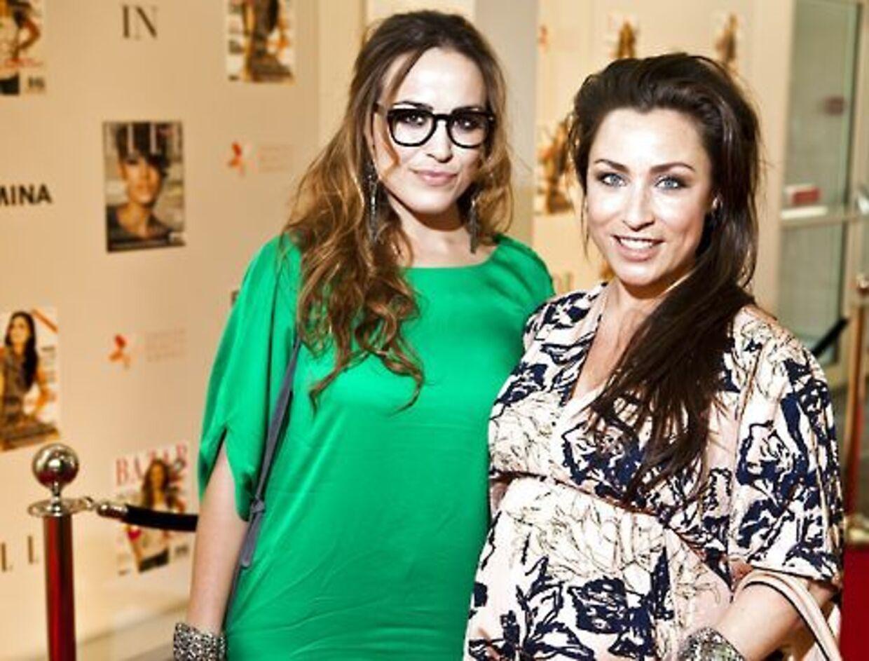 Den populære sangerinde Szhirley er blevet mor. Her ses hun i højgravid tilstand med veninden Maria Lucia til Danish Fashion Award.