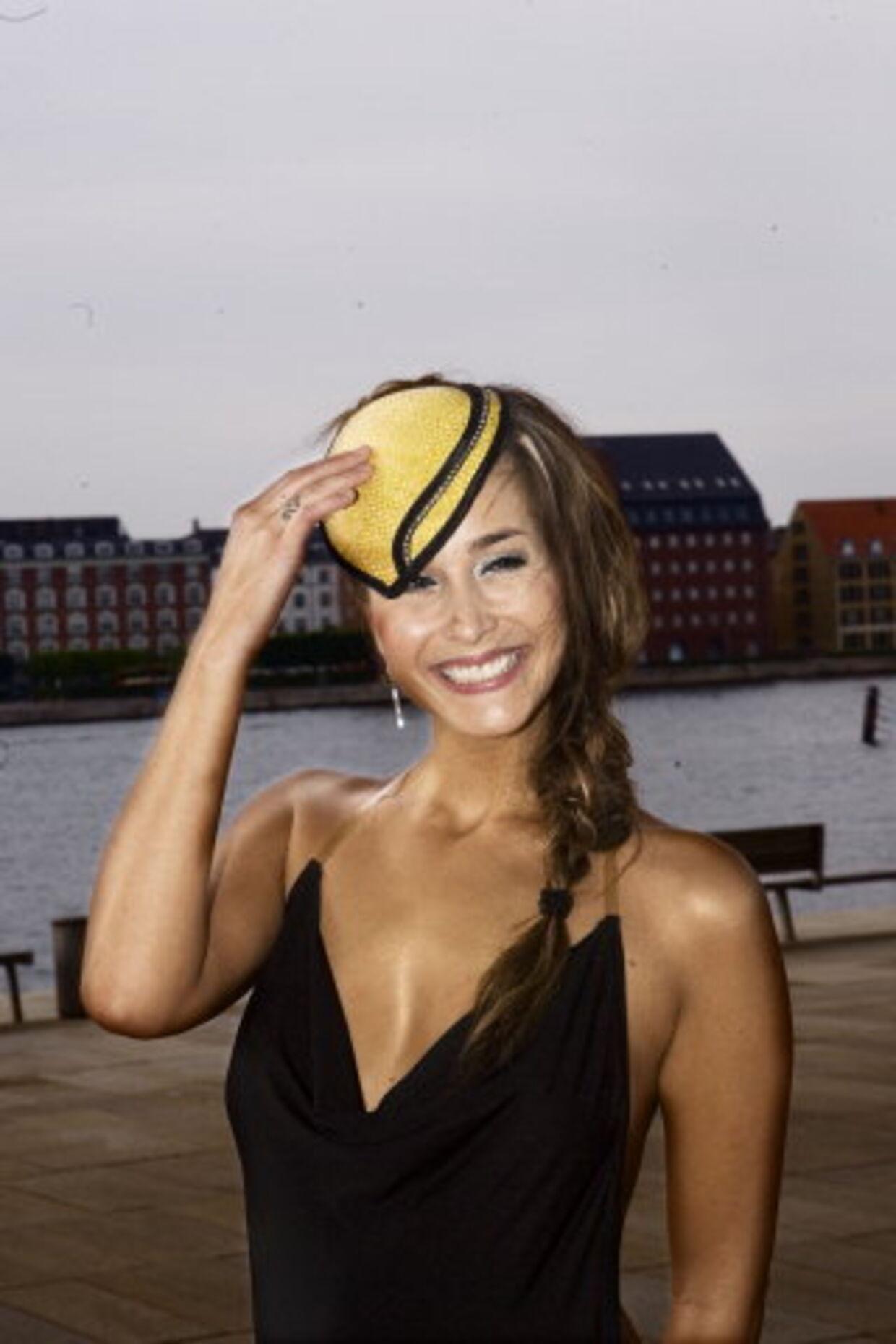 Paradise Hotel-værten Ibi Støving er blevet mor til en lille dreng. Faderen er fodboldspilleren Tobias Grahn.