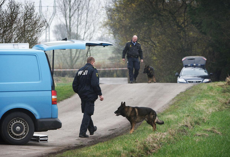 Fyns Politi modtog onsdag klokken 16.30 endnu en anmeldelse om et seksuelt overgreb mod en pige. Der er tale om en 10-årig pige fra Refsvindinge. Pigen var klokken 15.05 på vej hjem fra sin Skolefritidsordning (SFO) på en cykel, da en rød ældre personbil kørte op på siden af hende tæt ved hendes bopæl på Longvej i Refsvindinge på det østlige Fyn. Det er andet overgreb på tre uger. Politiet formoder, der er tale om samme gerningsmand.