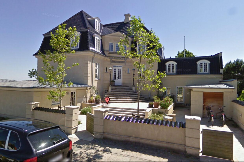 Erik Damgaard har opgivet af sælge luksusvillaen i Hellerup. Nu bliver den udlejet.