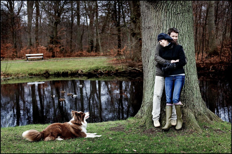 Kronprinsesse Mary, Kronprins Frederik og Ziggy fotograferet i deres hjem i Fredensborg.