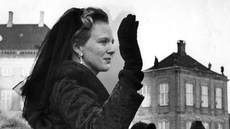 Margrethe er udråbt til dronning og ses her på vej i karet tilbage til Amalienborg