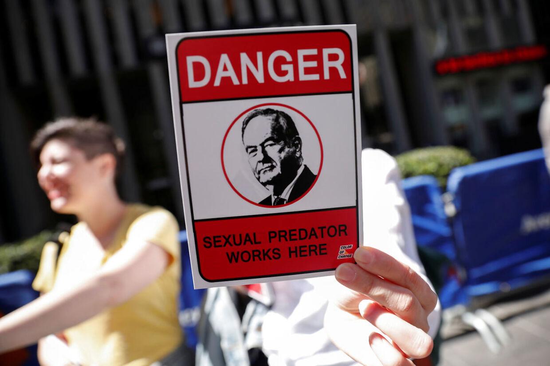 'FARE - seksuelt rovdyr arbejder her'