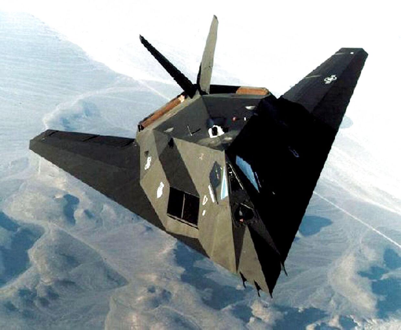 Rusland og Kina arbejder på at udarbejde såkaldte Stealth-fly. De har teknologi, der gør dem svære at se på radar. Modelfoto.