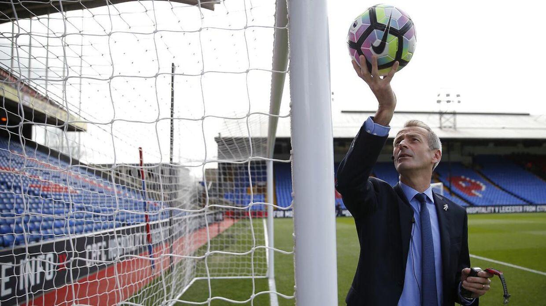 Den engelske dommer Martin Atkinson testede tilbage i marts måned mål-linje-teknologien i Premier League-kampen mellem Crystal Palace og Watford