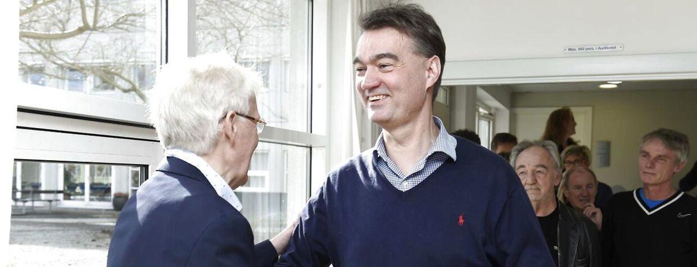 Kim Milton Nielsen (th.) var tidligere Danmarks bedste dommer. Nu sidder han i et udvalg, der arbejder med indførelse af video-teknologi til at hjælpe dommerne.