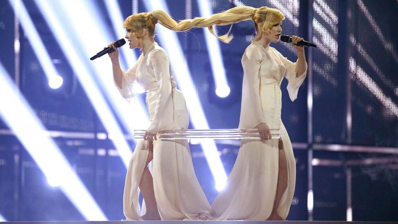 De russiske Tolmachevy Sisters med sangen 'Shine' fra 2014. Der blev buh'et kraftigt af dem.