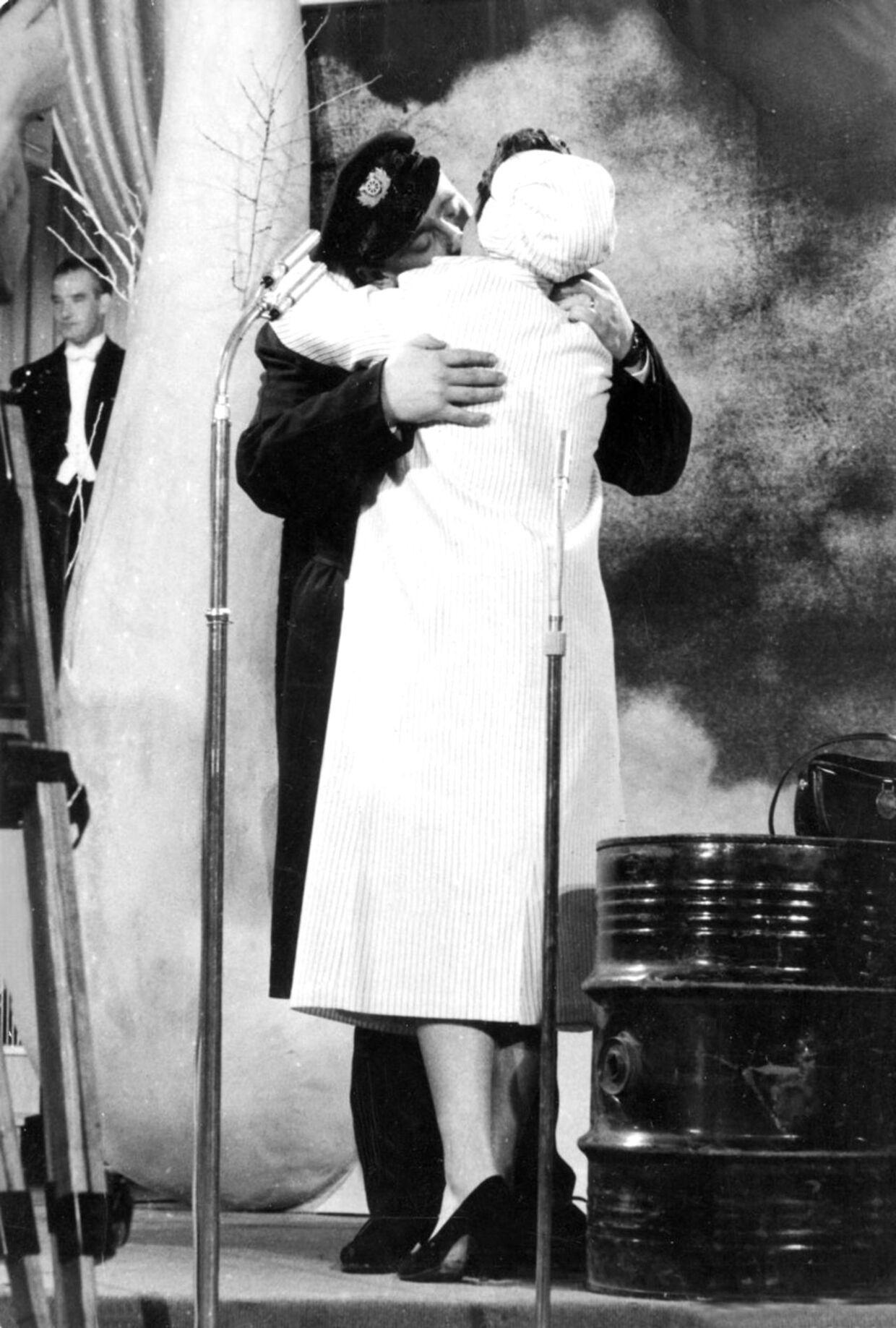 Gustav Winckler og Birthe Wilke og deres berømte kys.