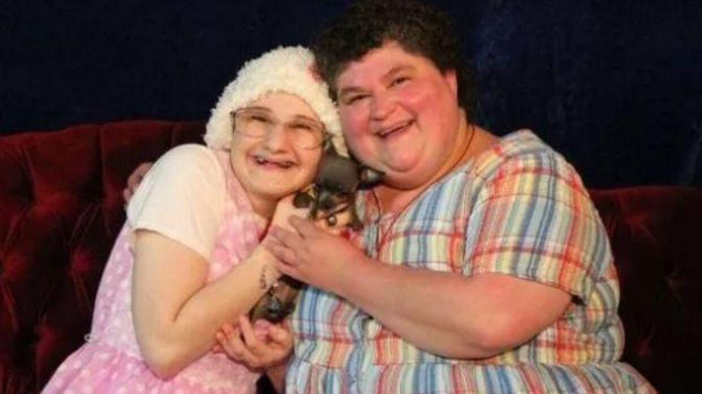 Gypsy og Dee Dee Blanchard. Gypsy slog i 2015 sin mor ihjel, efter denne havde tvunget datteren til at lade som om, hun var syg det meste af sit liv.