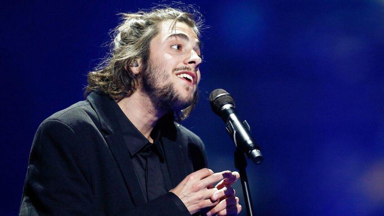 Salvador Sobral fra Portugal med sangen 'Amar Pelos Dois'.