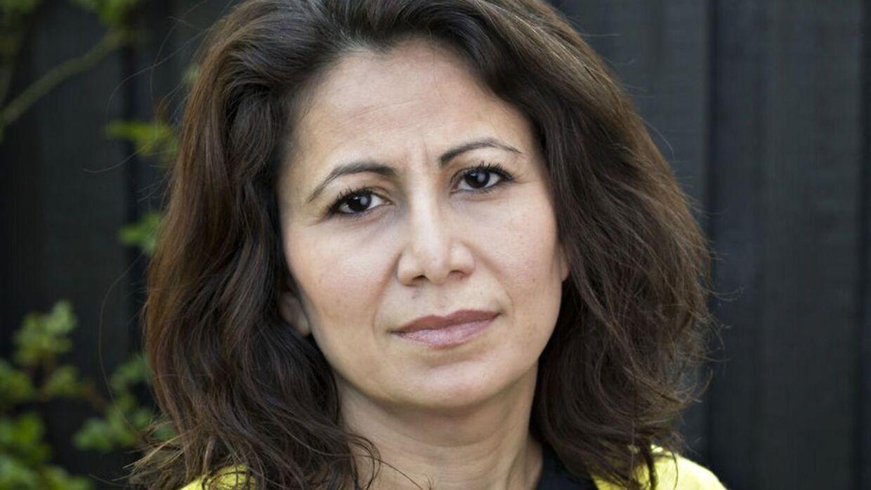 Tidligere sundhedsordfører fra SF Özlem Cekic var chokeret, da hun fandt ud af, hvor længe hendes mor skulle vente på at blive behandlet for brystkræft på Rigshospitalet.