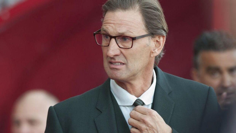 Tony Adams langer ud efter Arsene Wenger i en ny selvbiografi.