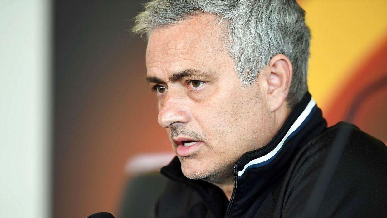 José Mourinho har besluttet sig for at udtage otte mulige debutanter i søndagens hjemmekamp mod Crystal Palace, så stjernerne kan være helt klar til Europa League-finalen mod Ajax.